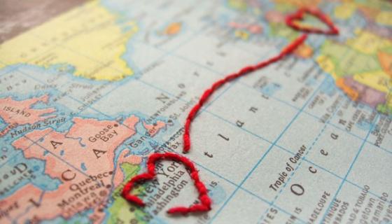 Sonntagshäppchen: transatlantische Einladungskarte mit Herz