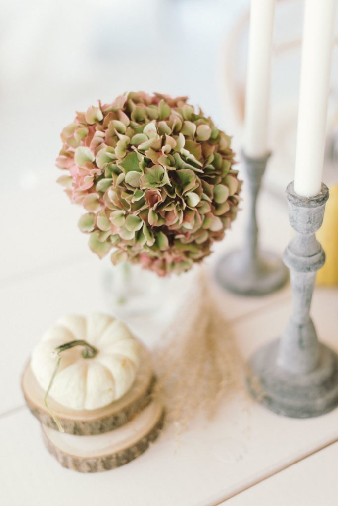 Hortensien und Kerzen