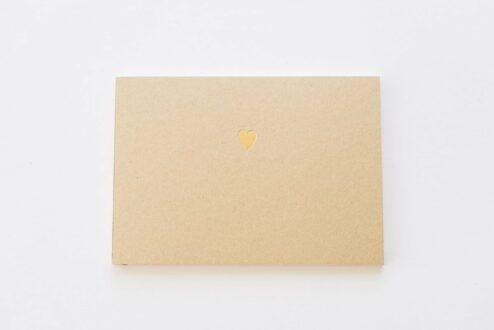 Gästebuch mit Kraftpapier Cover und gold geprägtem Herz