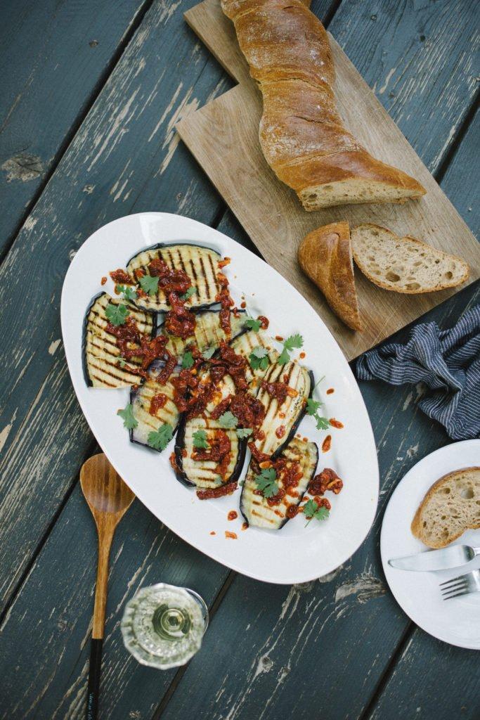 Rezept: Gegrillte Auberginen mit Tomatensalsa