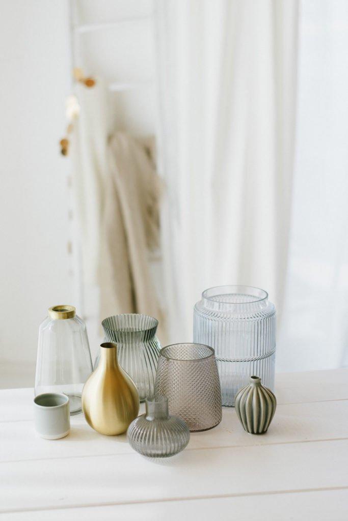 Verschiedene Vasen für Blumensträuße