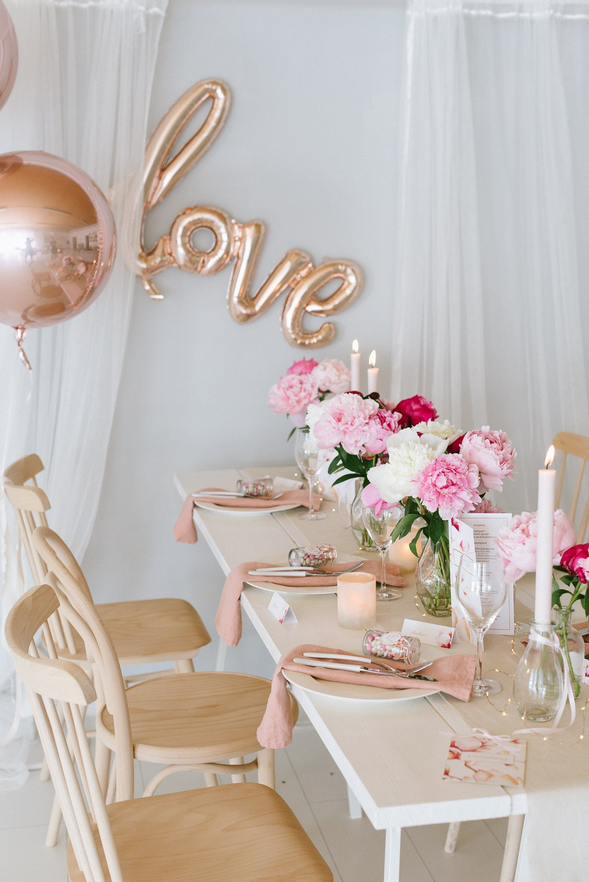 Tischdekoration Hochzeit mit Pfingstrosen