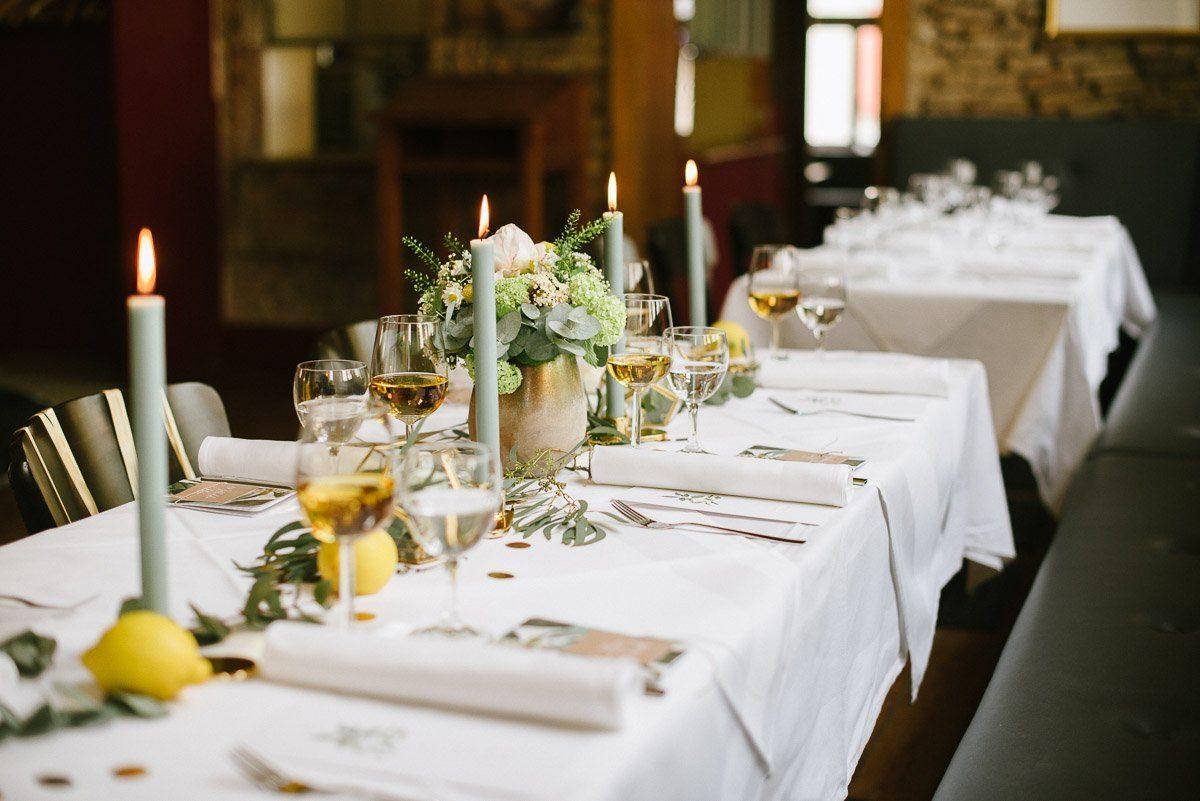 Gold Gelb Salbei Moderne Tischdekoration Fur Eure Hochzeit