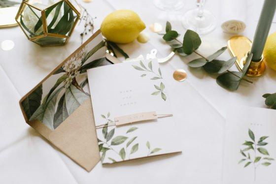 Hochzeitsdekoration gelb gold salbei boho