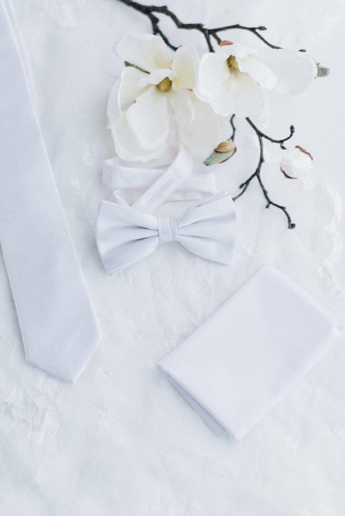 Weiße Hochzeitskrawatte