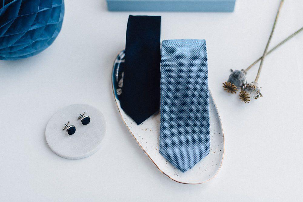 blaue Hochzeitskrawatte
