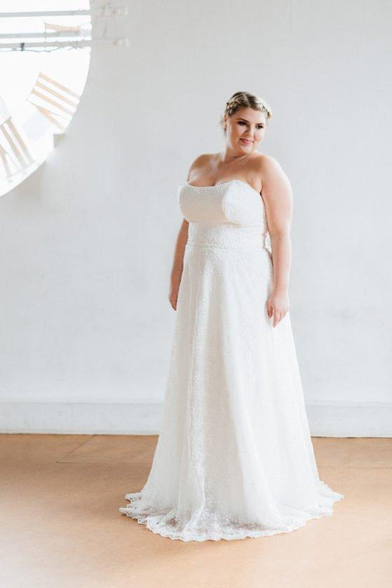 Gleiches Kleid für alle - küssdiebraut Brautmode in großen Größen ...
