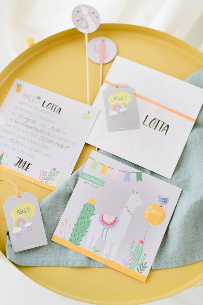 Einladungskarte quadratisch mit Lama Motiv