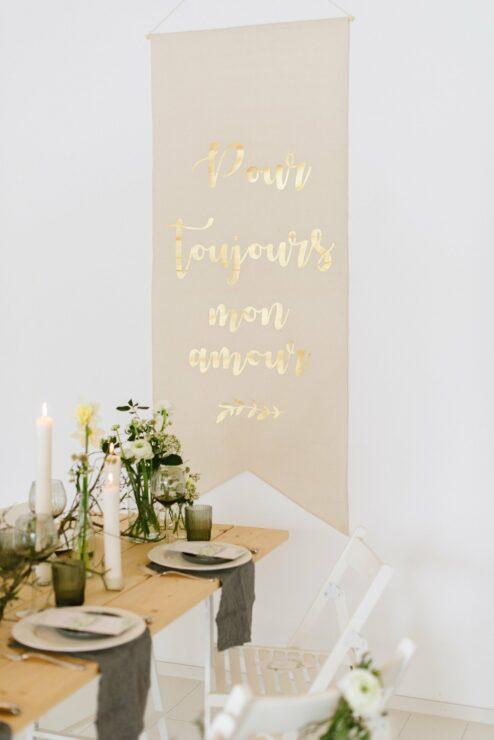 Banner zur Hochzeitsdekoration mit goldener Aufschrift