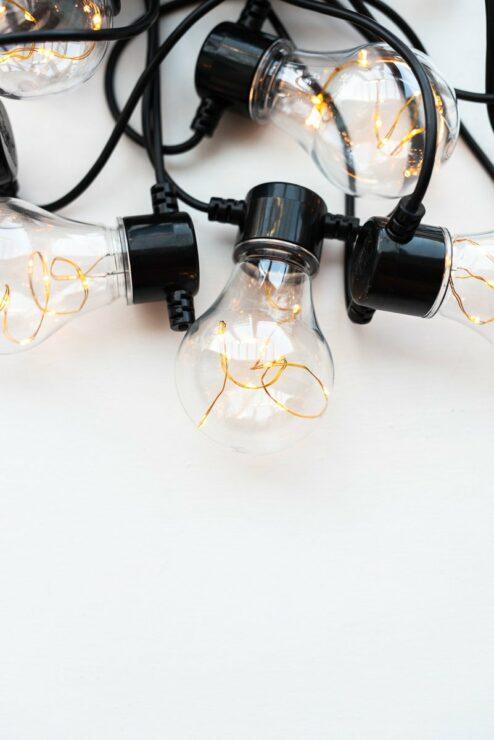 Lichterkette LED mit Glühbirnen und Leuchtdrähten