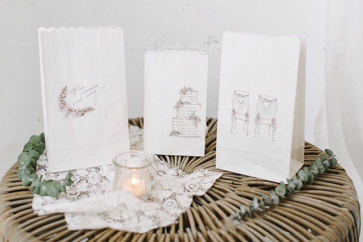 DIY Gästebuch Alternative: Beschriftete Lichttüten für eure Hochzeit - Einfach Lichttüten selber machen und Hochzeitsgäste verewigen
