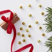50 Mini Glöckchen in Gold