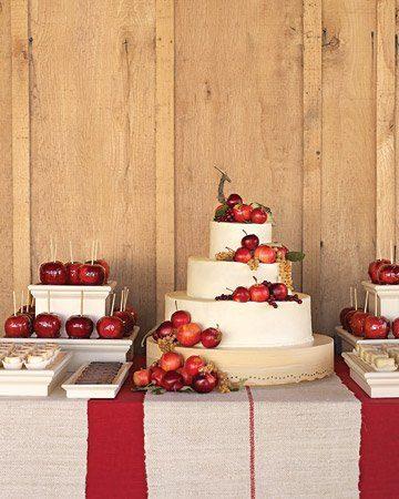 Sonntagshäppchen: Kuchenbuffet mit Weihnachtsäpfeln