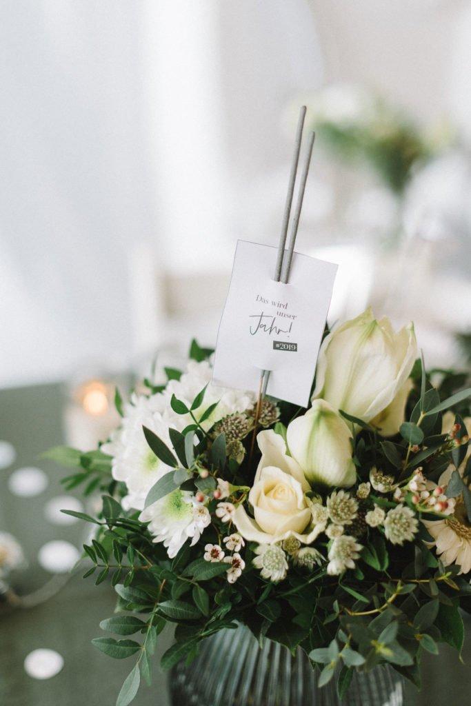 Blumenstrauß weiß mit Wunderkerzen