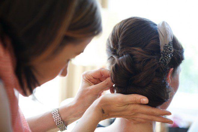 Haarstyling einer Brautfrisur