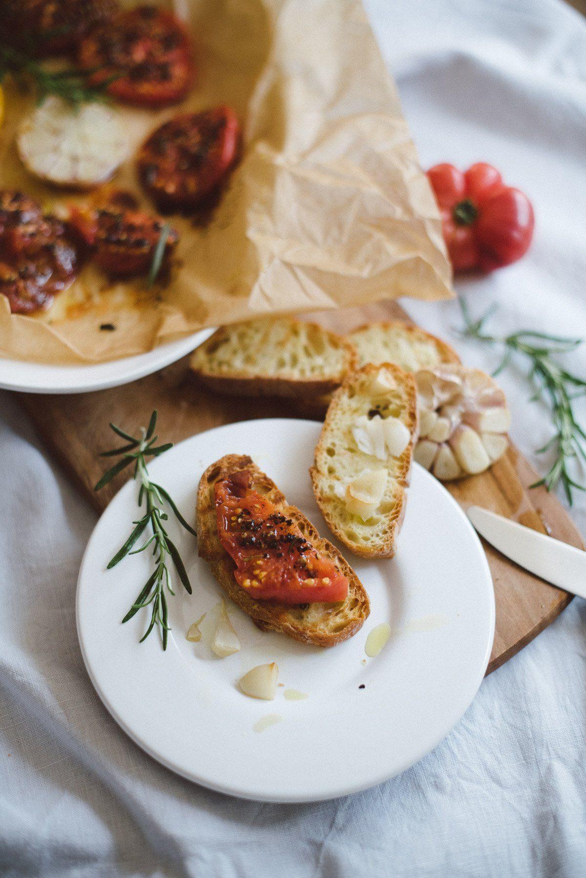 Bruschetta mit im Ofen gegrillte Tomaten