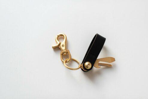 Geschenk für Bräutigam und Trauzeuge: Schlüsselanhänger mit Lederschlaufe