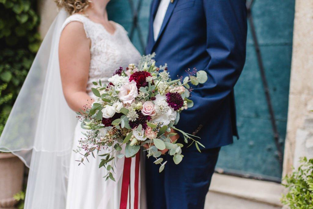 Üppiger Brautstrauß mit Eukalyptus