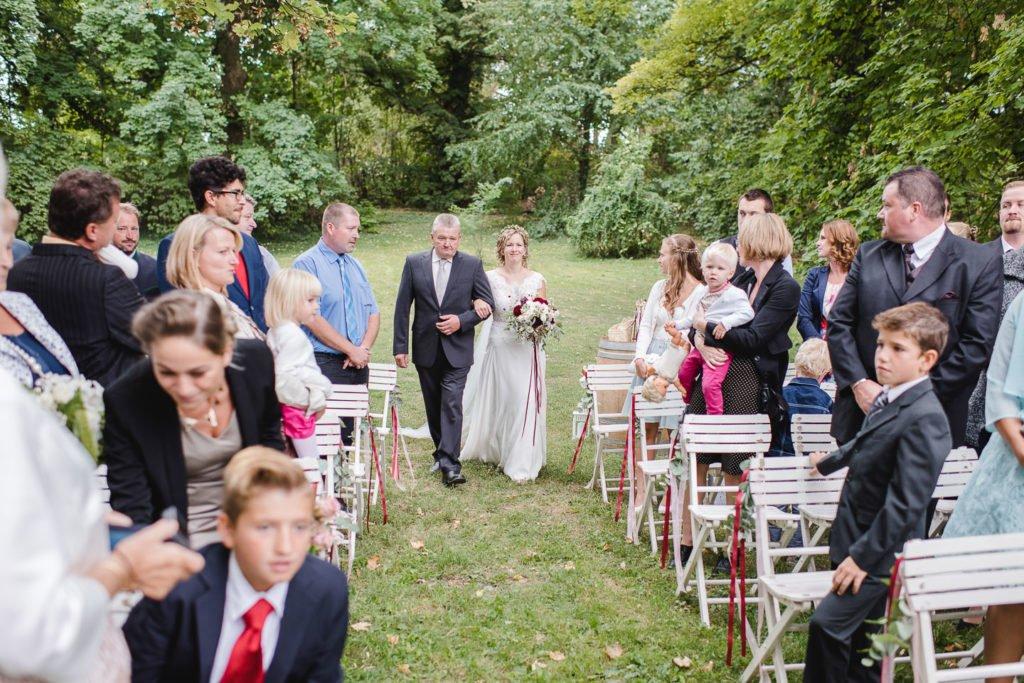 Einzu Braut freie Trauung