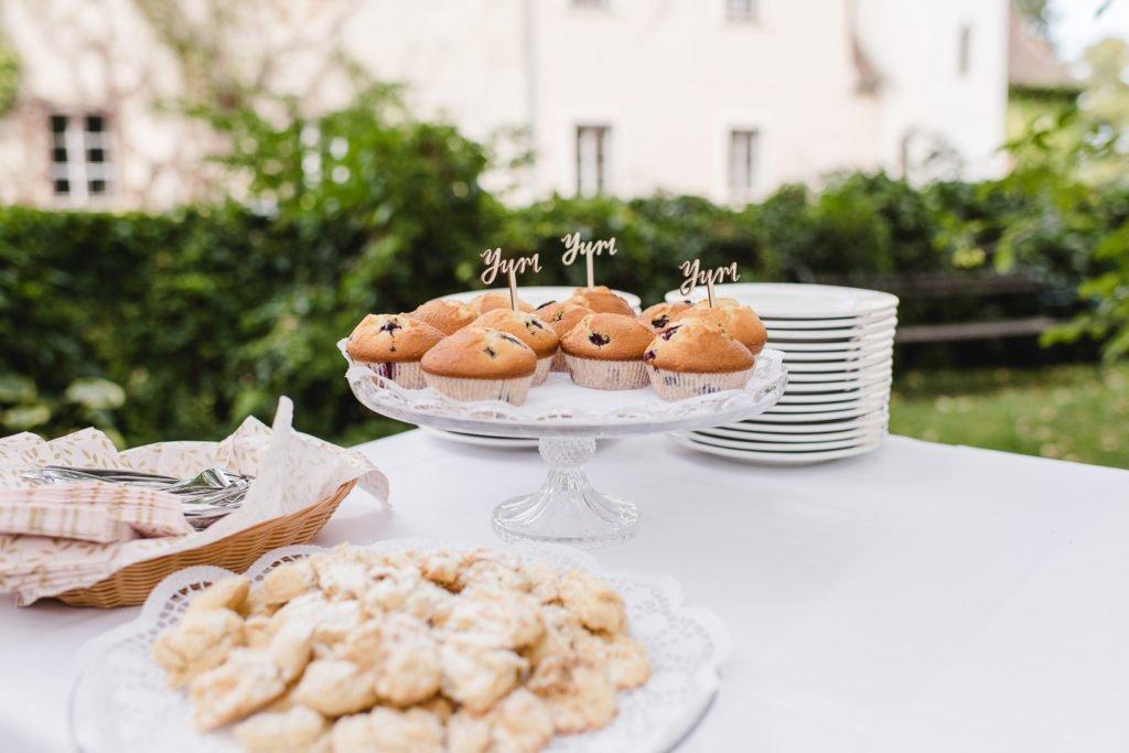 Muffins am Kuchenbuffet einer Hochzeit