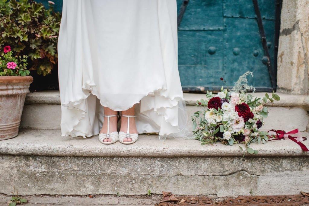 Brautschuhe mit Strauß