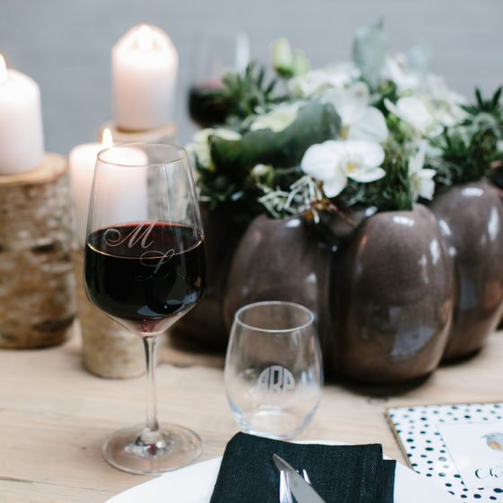 nat rliche weihnachtsdekoration mit holz und goldenen. Black Bedroom Furniture Sets. Home Design Ideas