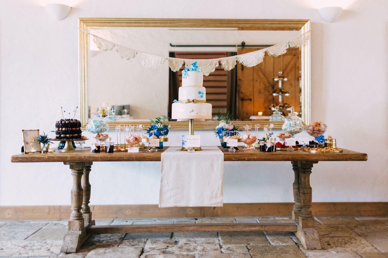 Hochzeitstorte blau Gold