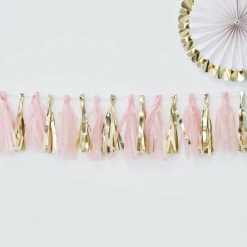 Tassel Girlande bestehend aus rosa und goldenen Tasseln