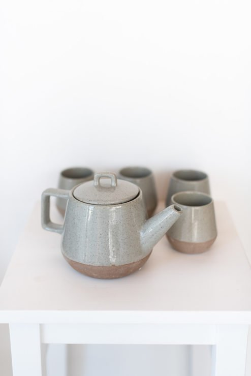 Teekanne mit 4 Bechern aus Keramik
