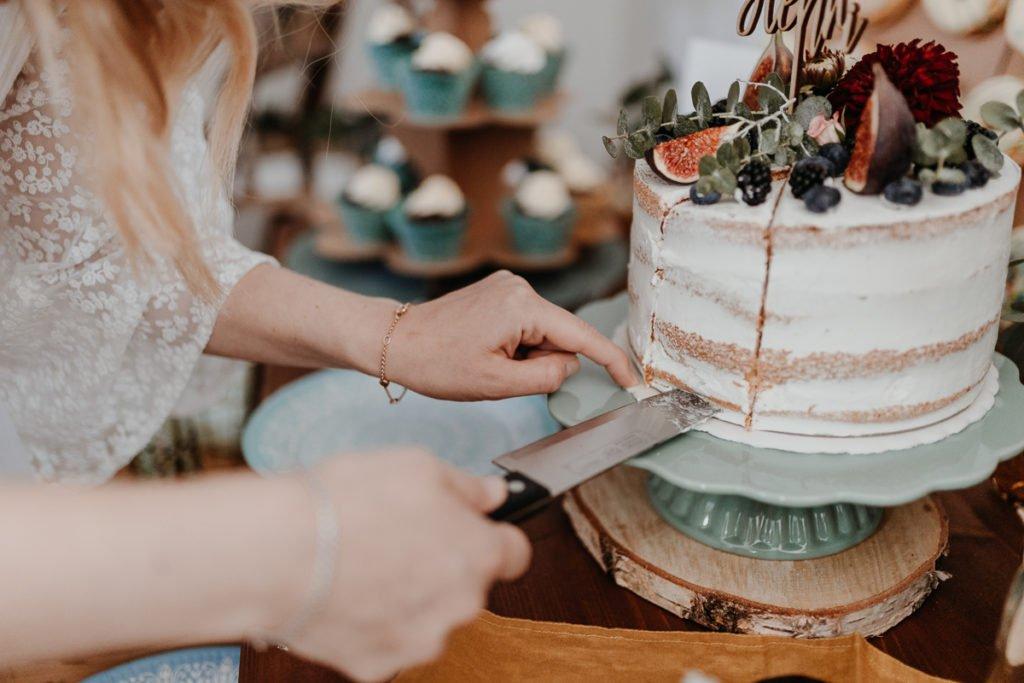 Torte anschneiden Babyparty Boho