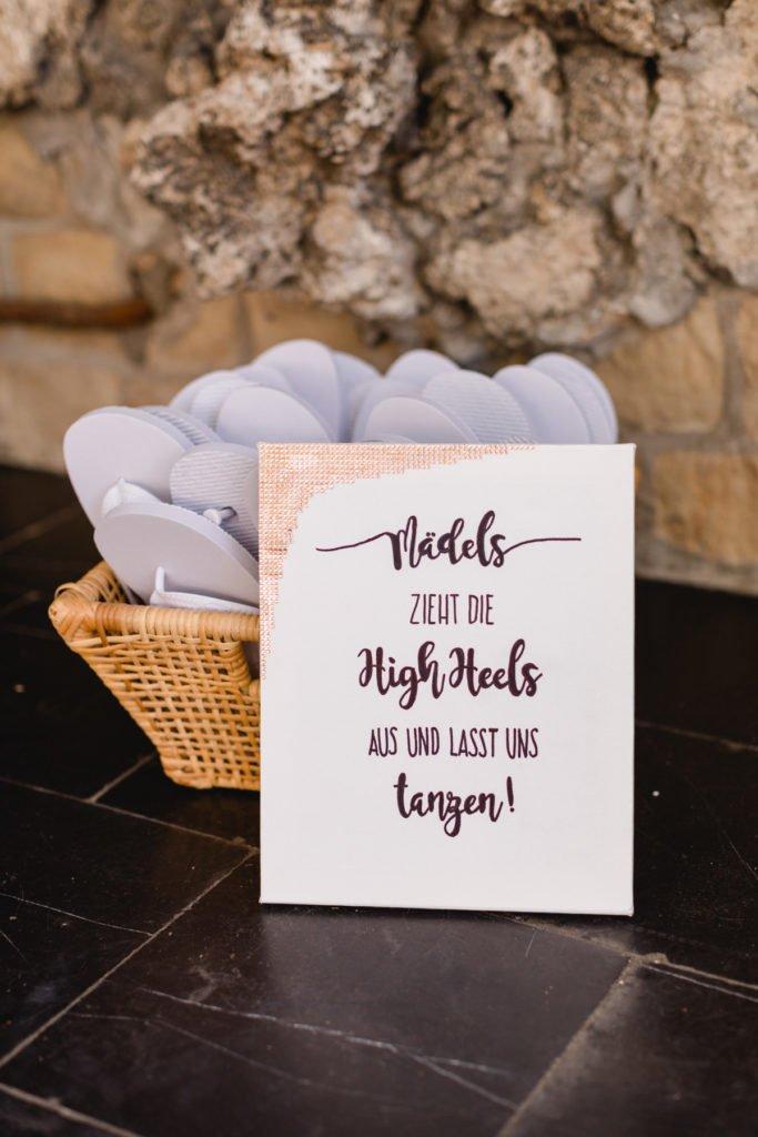Tauschschuhe Flipflops zum Tanzen einer Hochzeit