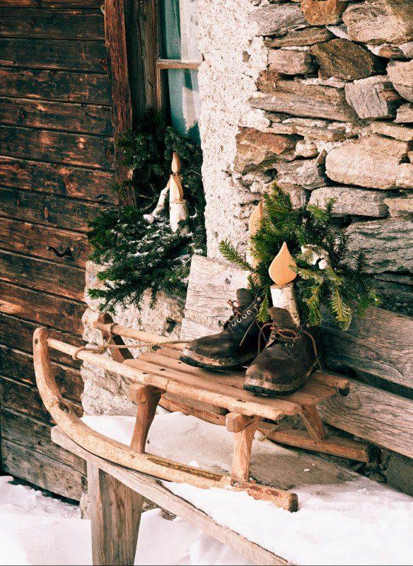 Weihnachten-in-den-Bergen-Wohnbuch-Callwey-Hütte-Stiefel-Schlitten