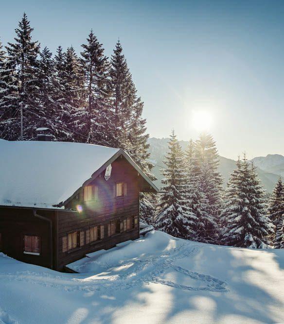Weihnachten-in-den-Bergen-Wohnbuch-Callwey-Sonne-Schnee-Hütte