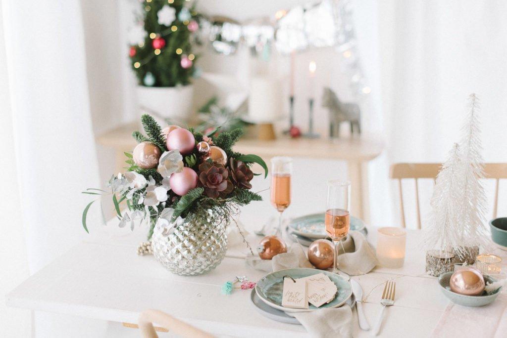 Tischdekoration Weihnachten pastell