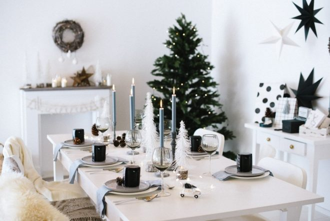 Tischdekoration Weihnachten weiß blau silber