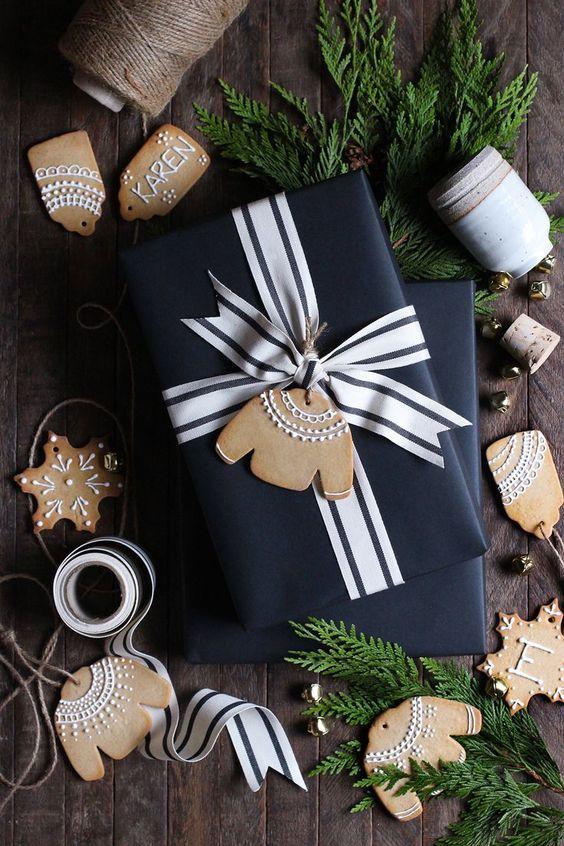 Schwarzes geschenk mit Lebkuchen