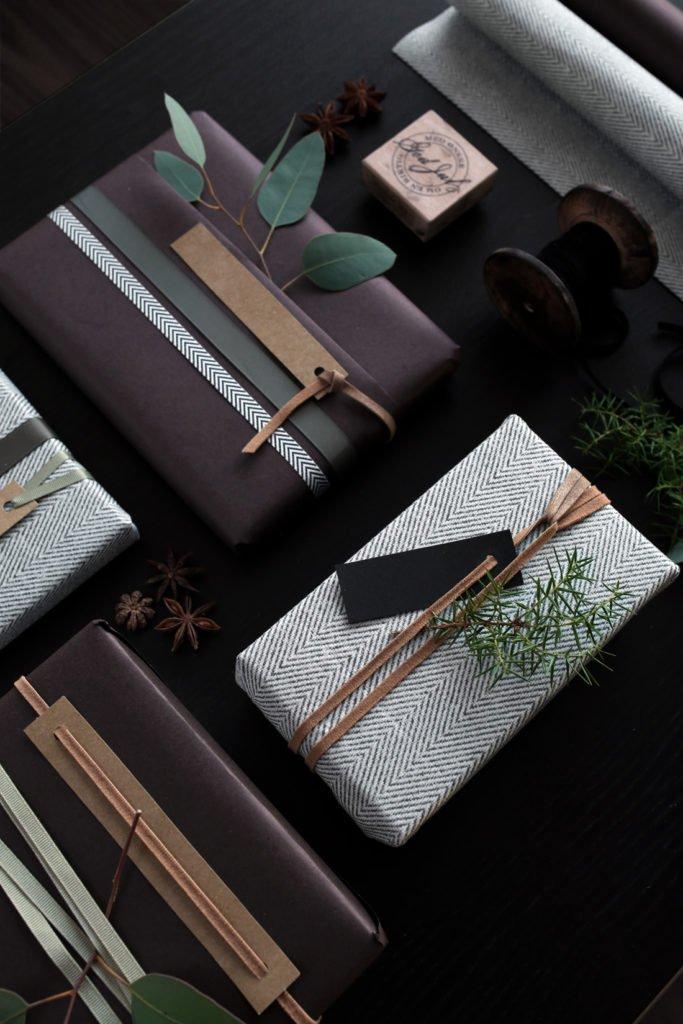 Geschenke verpacken mit Lederband