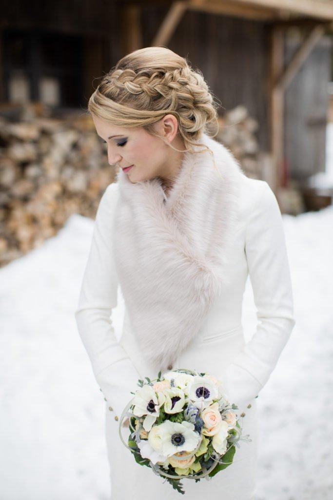 Winterhochzeit Outfit braut
